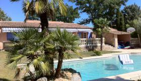 Centrally located villa for sale on the Cote d'Azur for 8 people with swimming pool