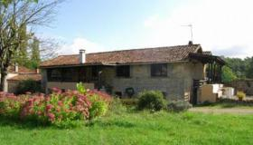 Stone house, bread oven, barn on 4500 m2 land, with swimming pool