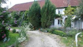 Large rural farmhouse for sale in Burgundy
