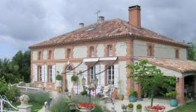 Maison de Maître with guest house, pool and options for starting a tourist business