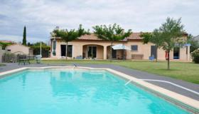 House in Provence with swimming pool and outbuilding to convert