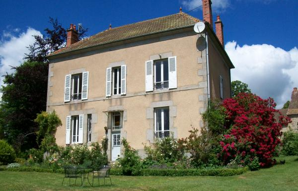 Superb renovated maison de maître with large barn on 1.71ha
