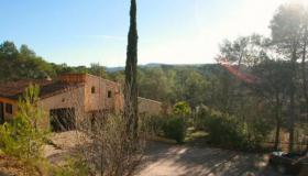 Superb provencal villa with swimming pool in a wooded park