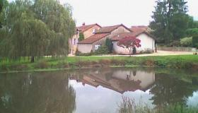 Unique vacation resort with pool and golf course, 3 miles (5 km) from Gueugnon