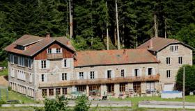 Former hotel in the auvergne for a very low price